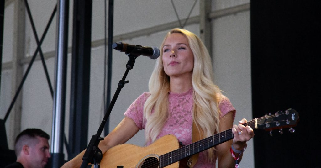 Amber-Jo Bowman performing at Boots & Hearts