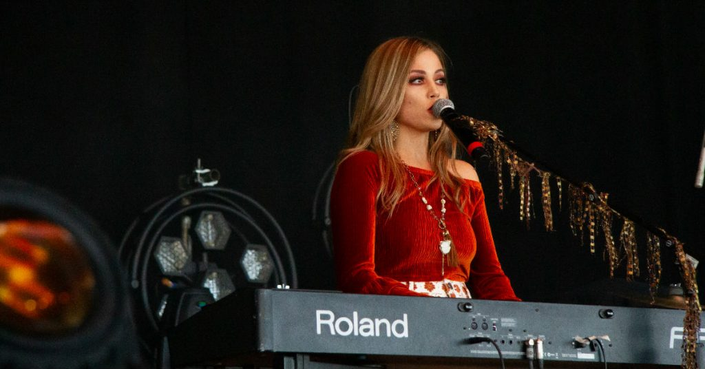 Mackenzie Leigh Meyer performing at Boots & Hearts