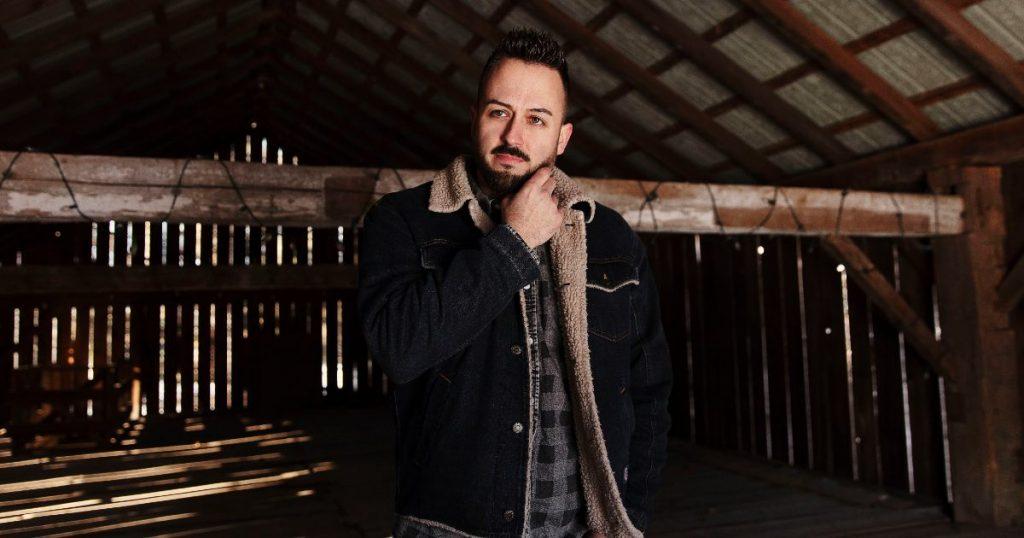 Country artist Jason Benoit