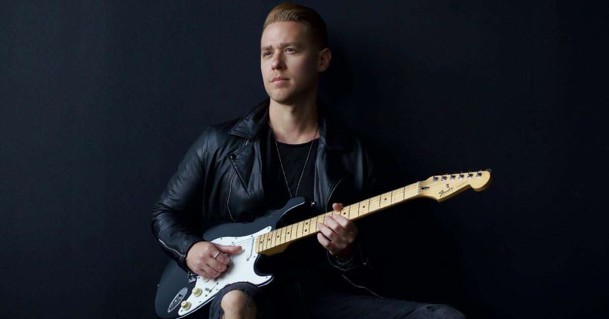 "Mike Robins debut single ""Lightning Don't Strike Twice"""