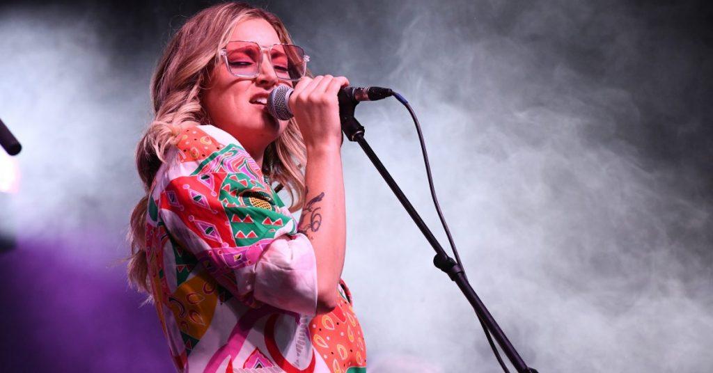 Kelly Prescott Performing at the 2021 CMAO Awards