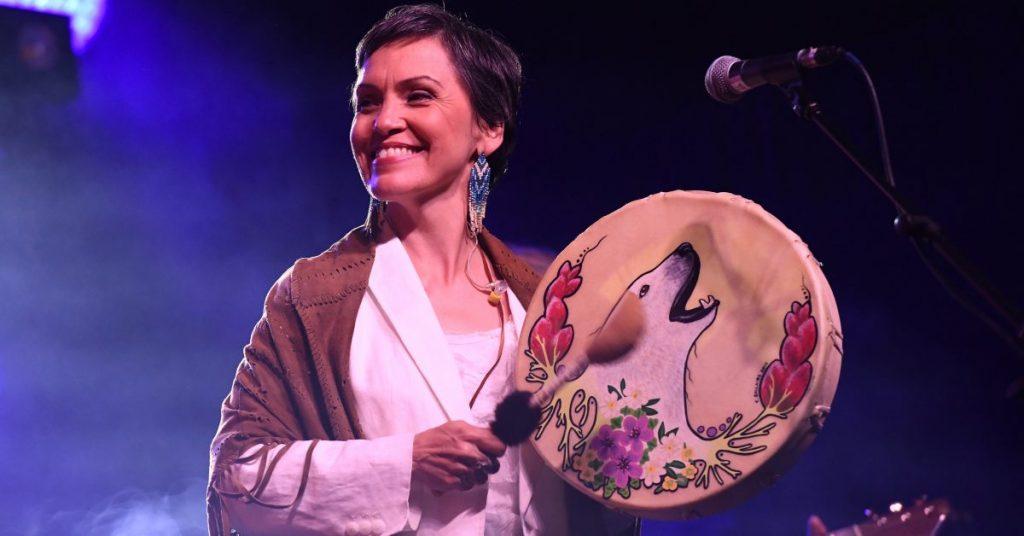 Legendary Susan Aglukark singing O'Siem